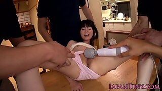 Pussy toyed japanese babe gets cumshower