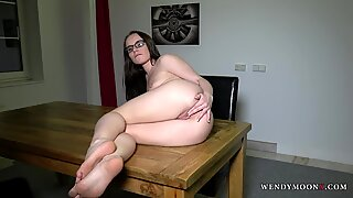 WendymoonX - Horny babe Wendy Moon satisfy her self on the table