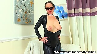 English gilf Josie has her wicked way with her hairy cunt