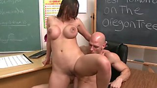 Curvy student whore Alexis Breeze fucks her teacher in classroom