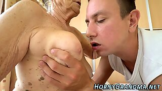 Mature whore gets creamed