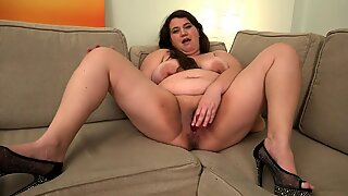 Busty BBW Joanna 1