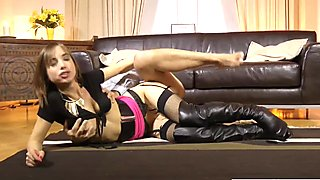 Glamour babe cockriding olderguy before bj