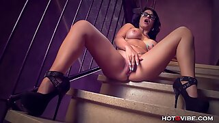 MILF Squirts while sexting