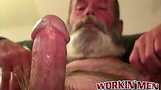 Hobo amateur grandpa jerking himself off with his huge beard