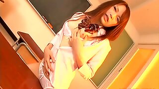 Perky and spoiled student Nazuna Otoi seduces her sensei