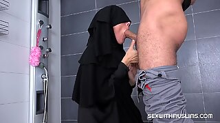 Hairy muslim wants to be fucked