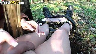 Outdoor hoochie Dona likes it deeper in her throat