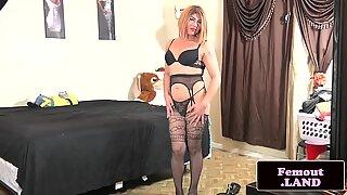 Toy loving tranny wanking her dick