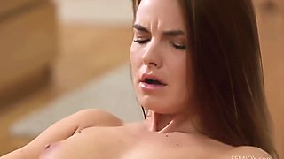 Suzie Carina cums for you