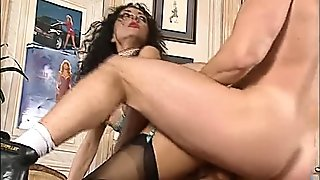 Hot hungry lady loves the taste of cum (CLIP)