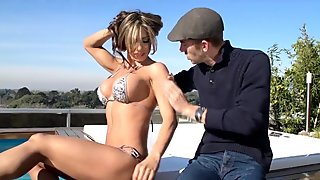 Colombian Goddess Fucked on rooftop