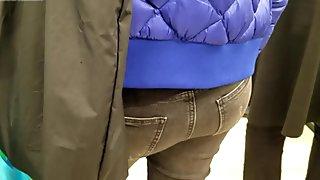 MILF's ass in supermarket